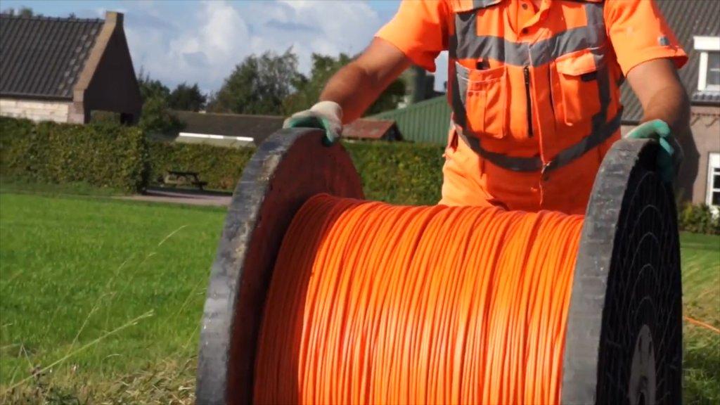 DZM Data - oranje kabel